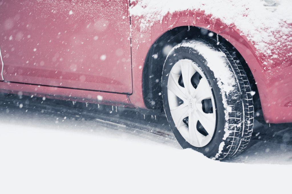 雪の日の安全運転方法