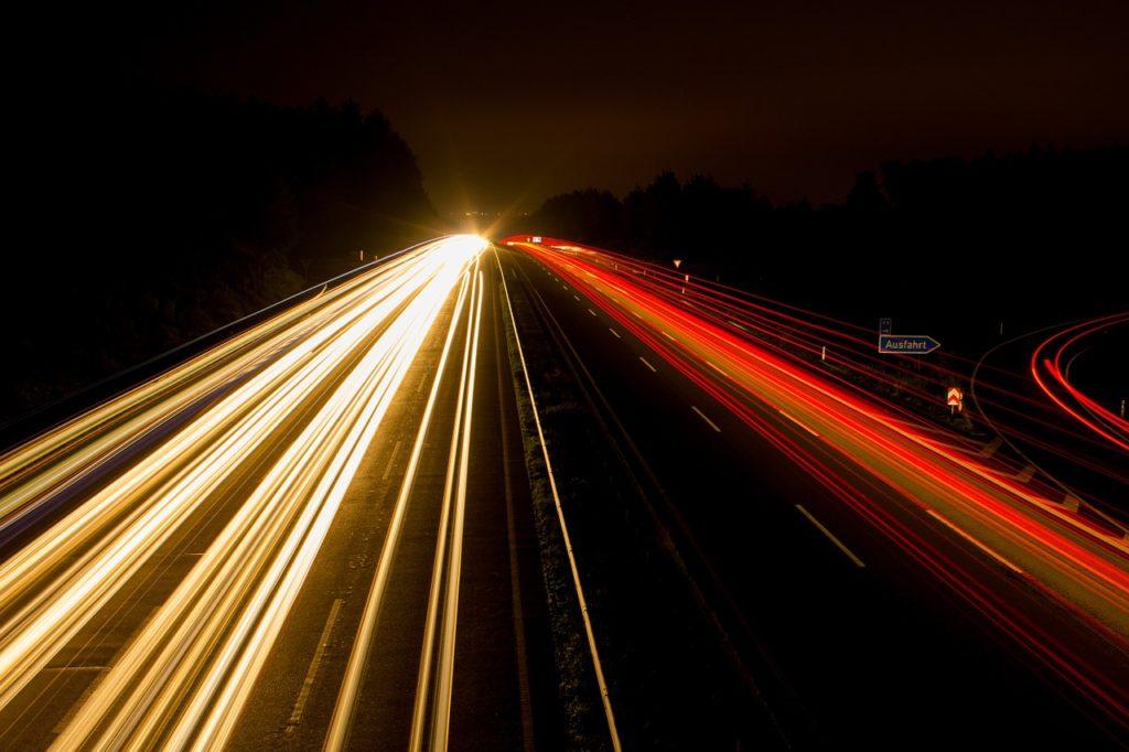 夜間の運転と距離感