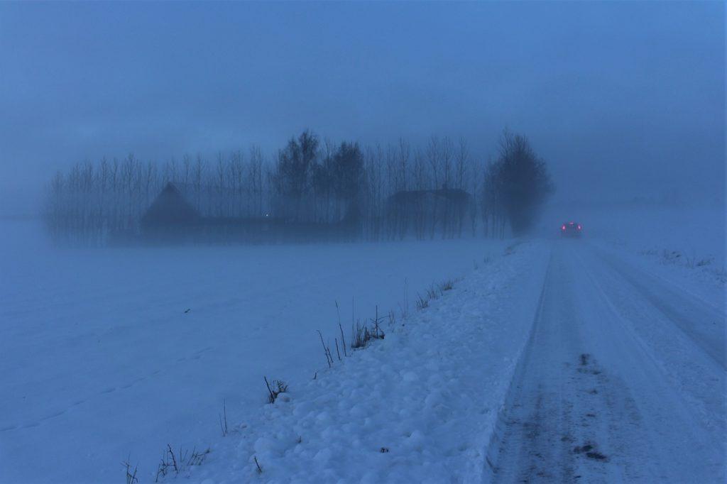 雪の日は視界が悪くなる
