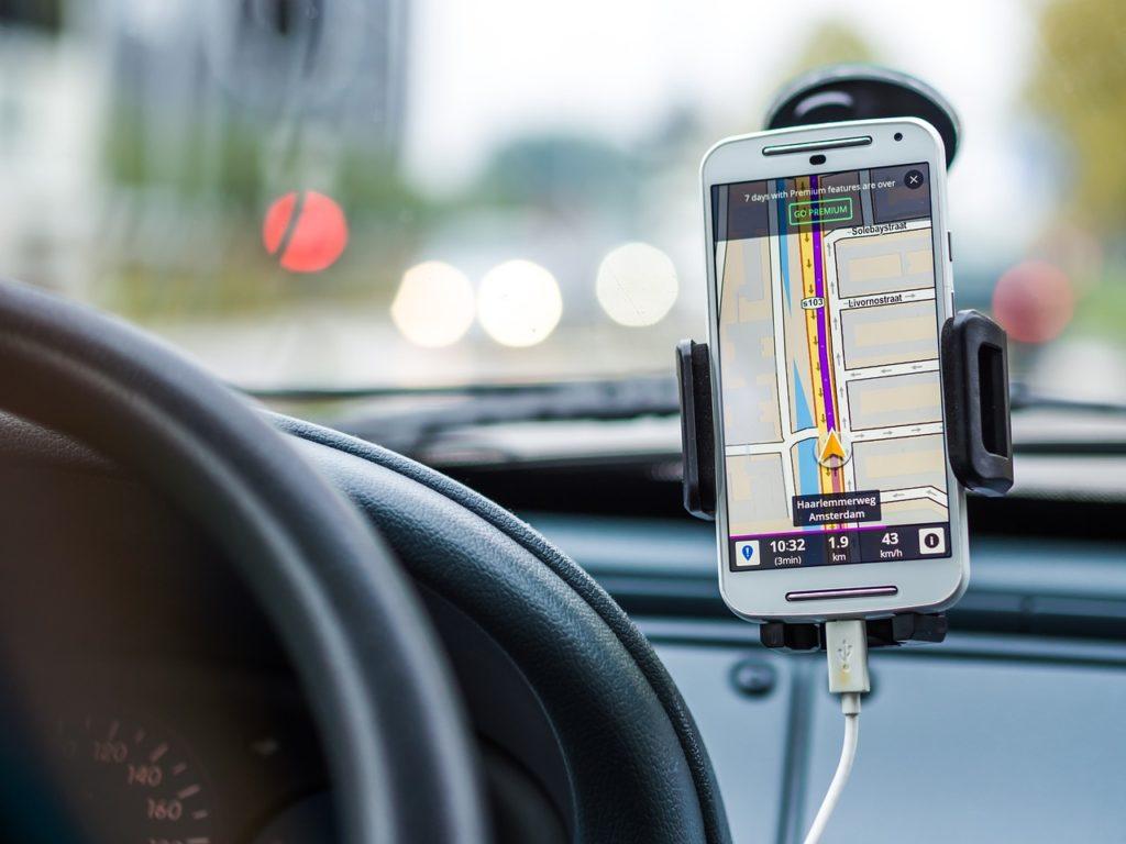 ながら運転は「携帯電話使用等違反」