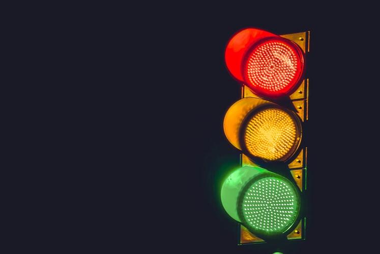 【プロが教える】信号の正しいルール【赤・黄・青】